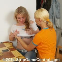 Strip Spin-the-Bottle 23-09-2014 (e)