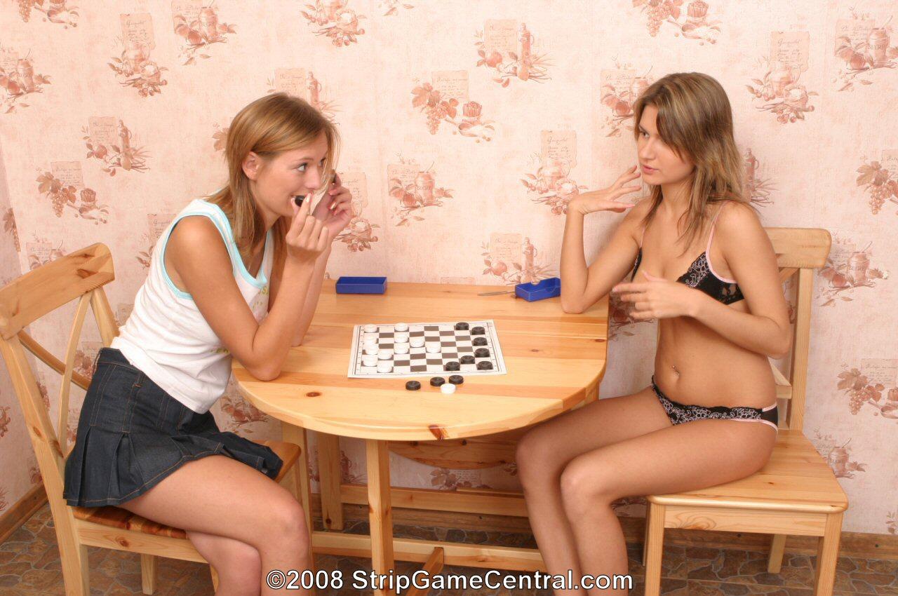 Гигантскими секс на шашки видео мачо