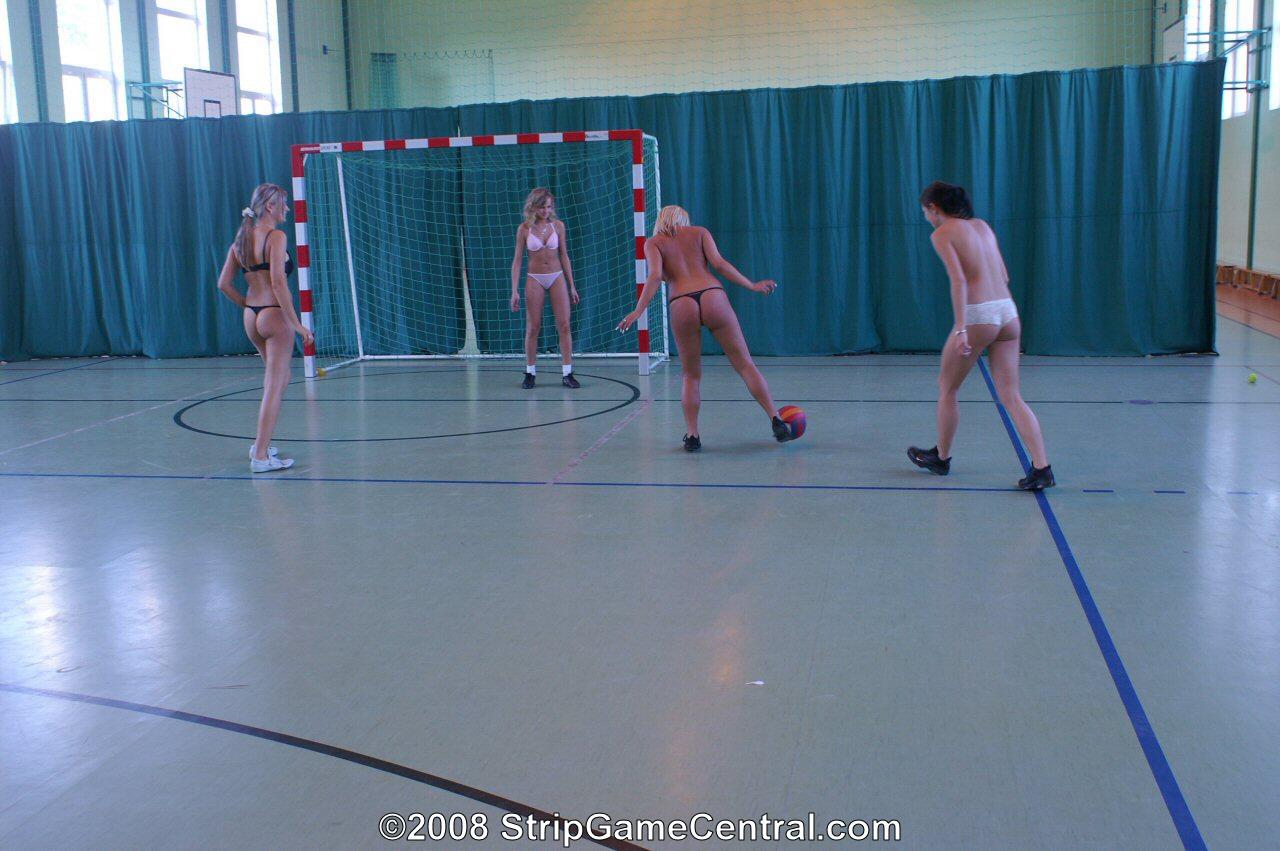 naked girl play fotball
